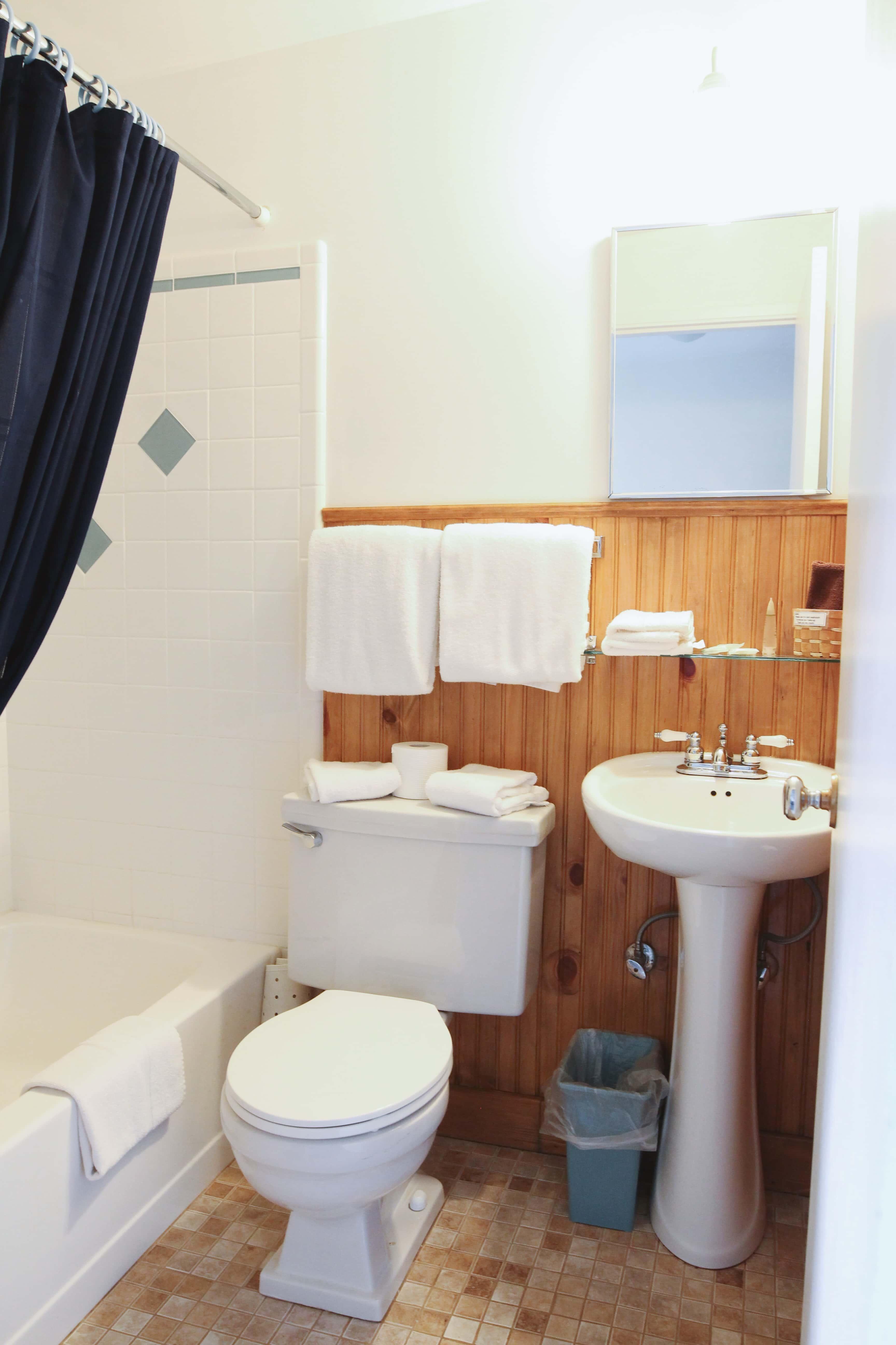 Emerald Valley Inn - Fir Room Bathroom