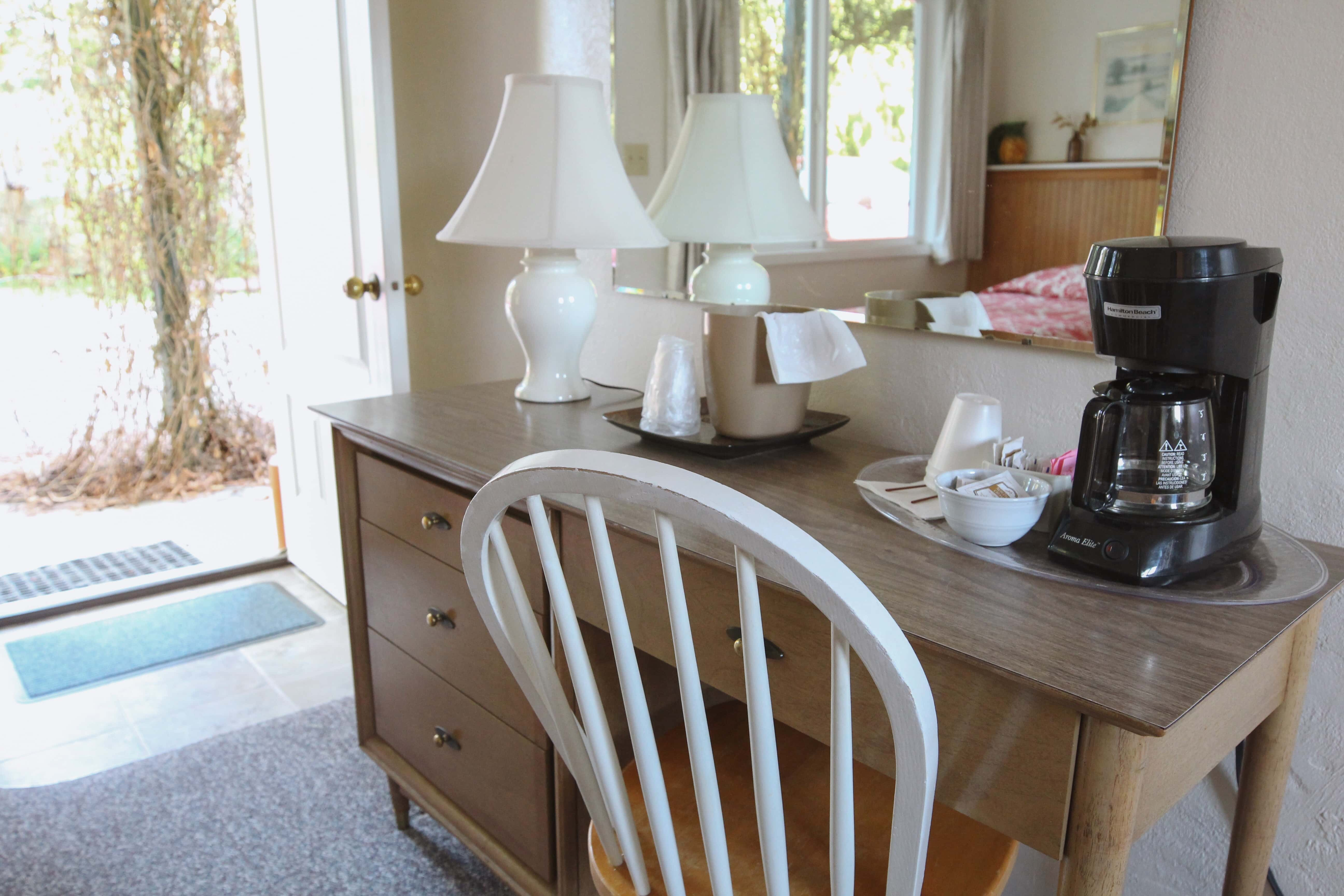 Emerald Valley Inn - Fir Room Desk