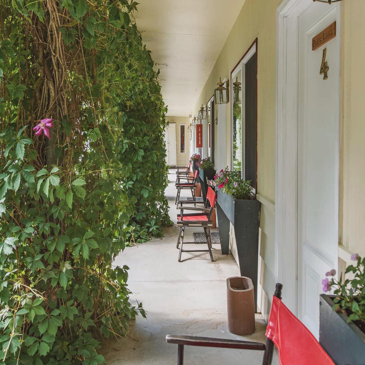 Emerald Valley Inn - Emerald Valley Inn Porch