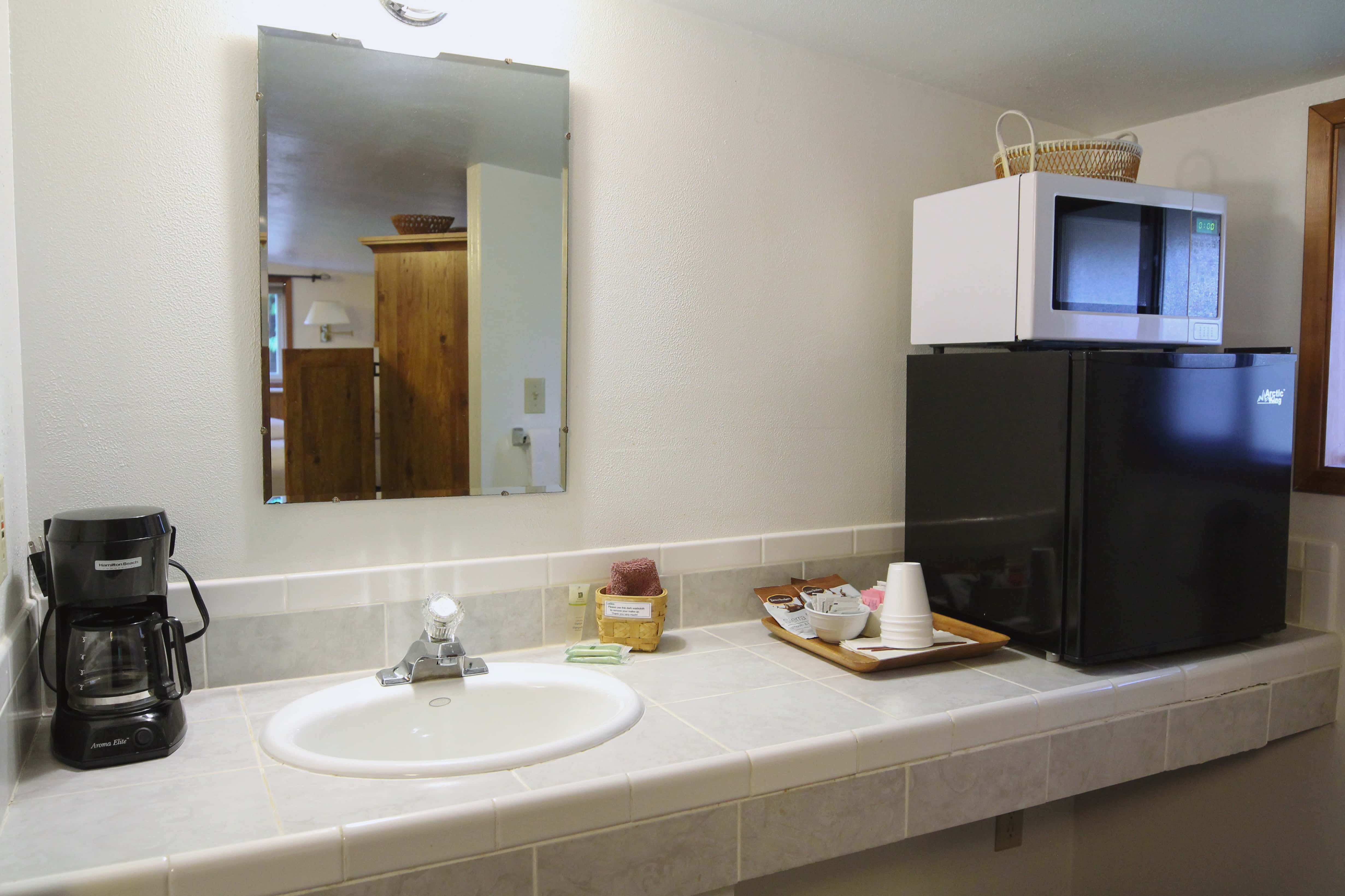 Emerald Valley Inn - Hemlock Suite Kitchenette