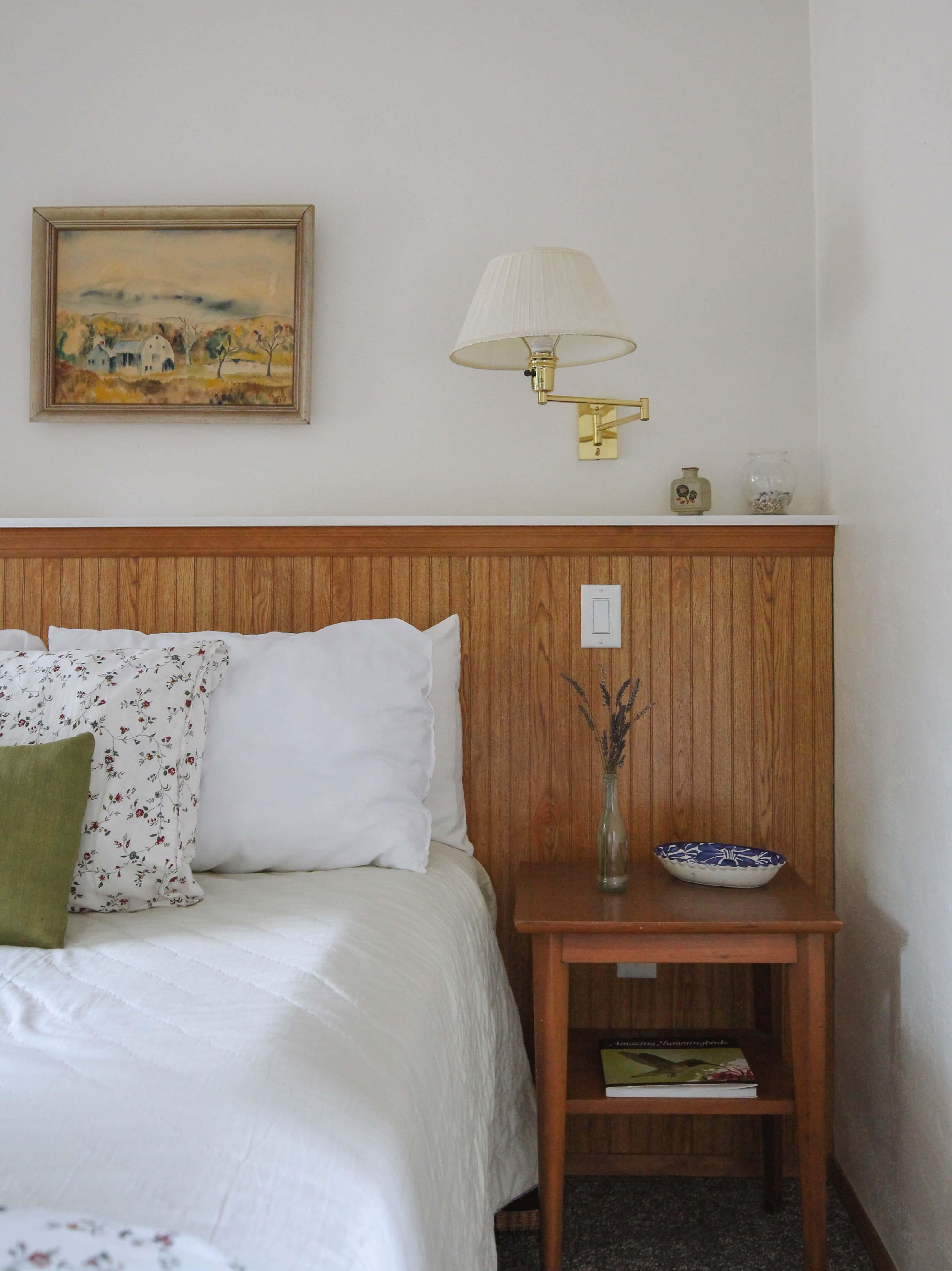 Emerald Valley Inn - Pine Room Nightstand