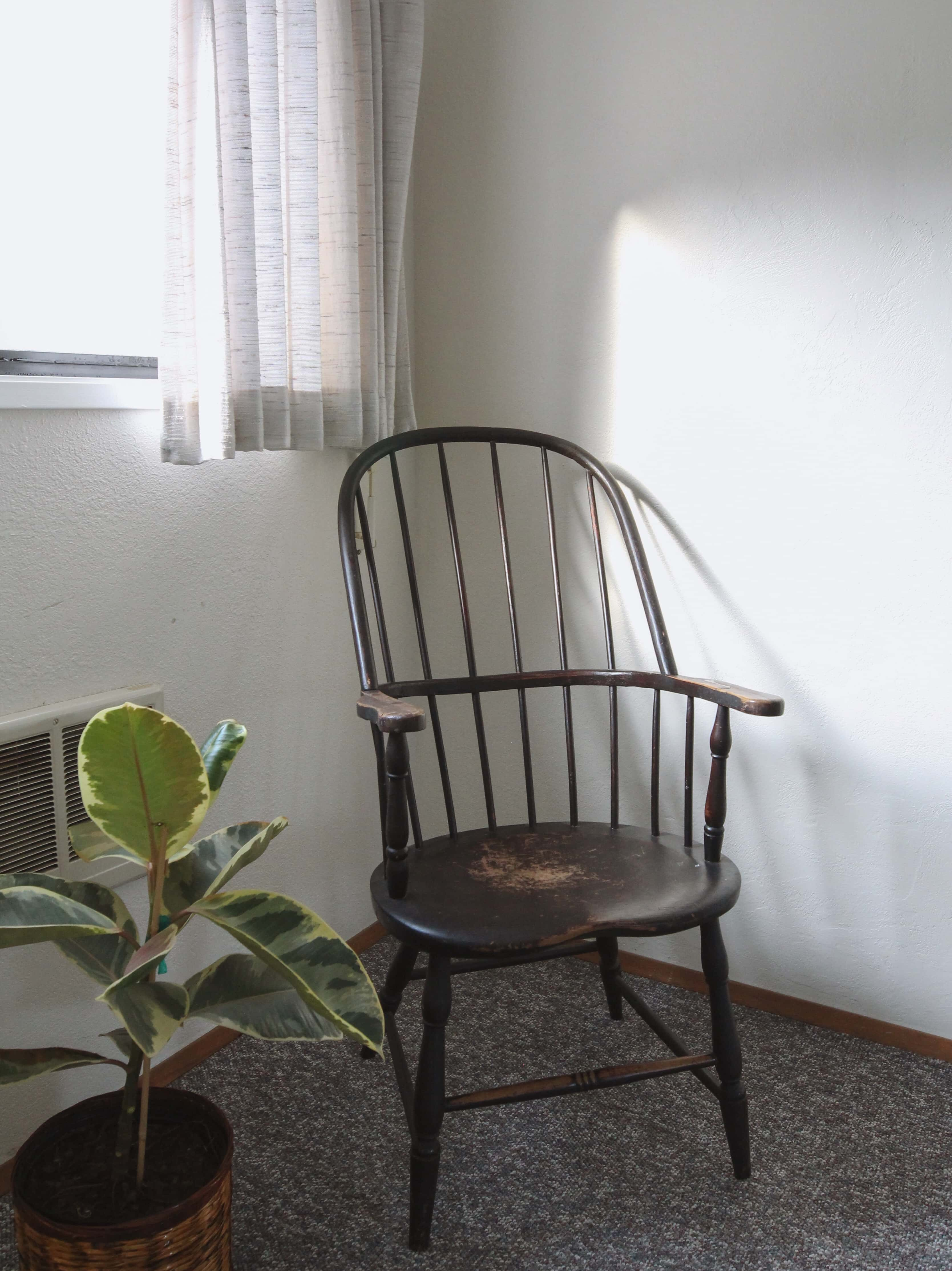 Emerald Valley Inn - Pine Room Sitting Nook
