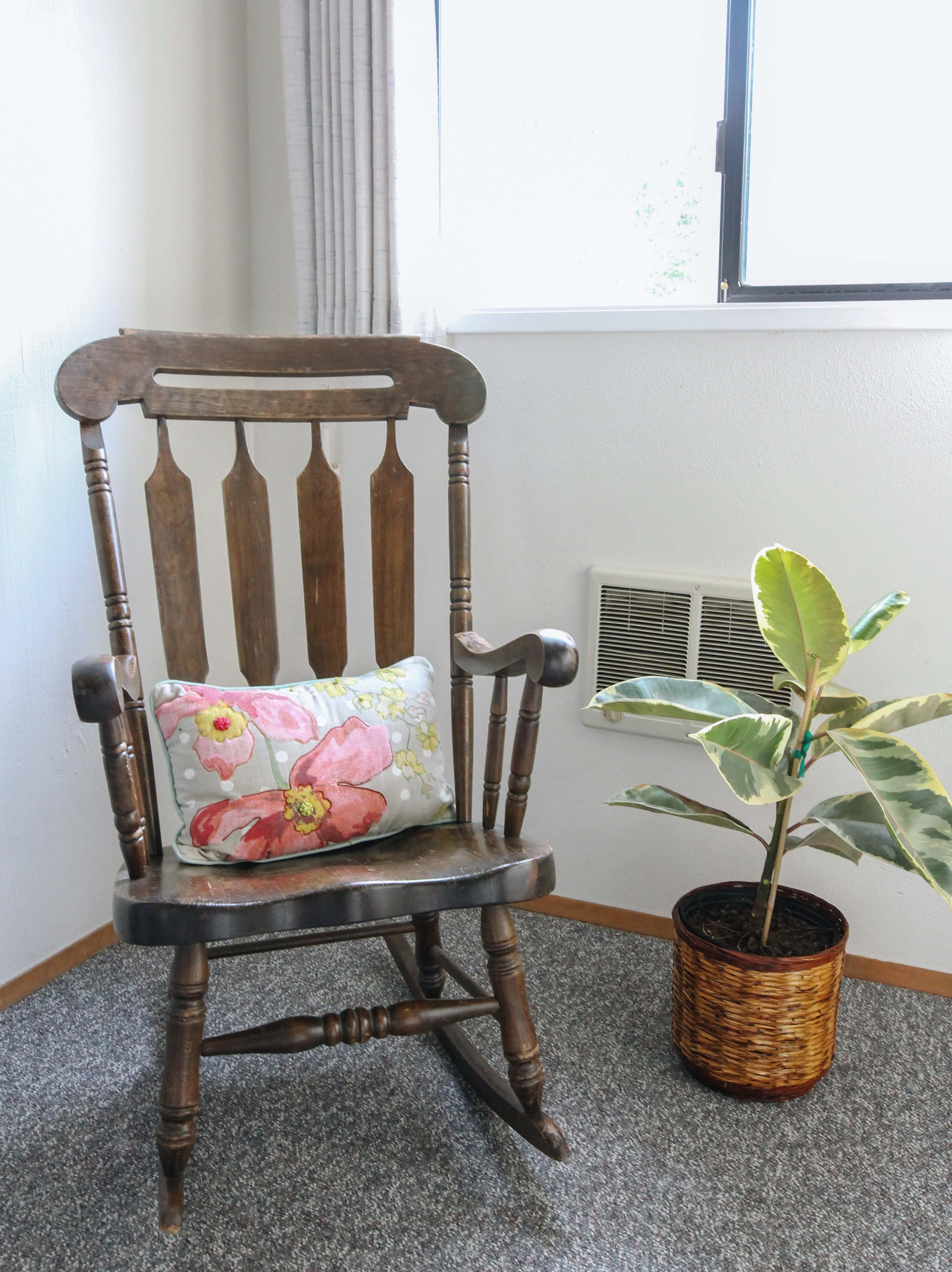 Emerald Valley Inn - Spruce Room Rocking Chair